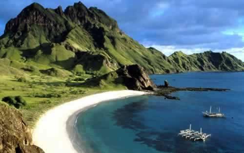 Pulau Komodo ( Komodo Island )